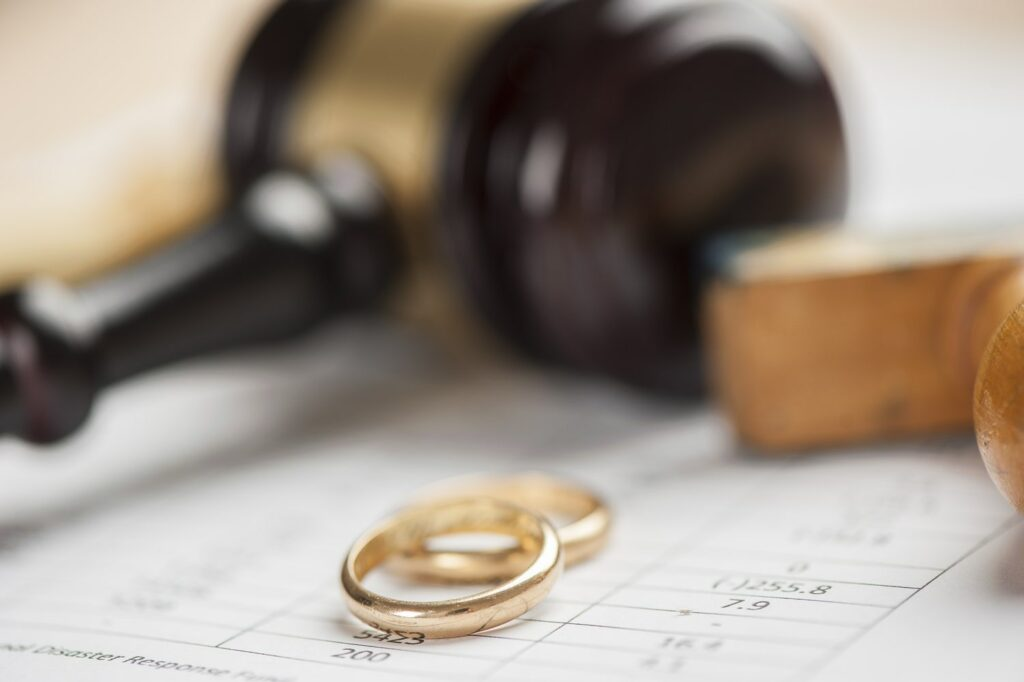 Points to keep in mind while choosing the best divorce attorney